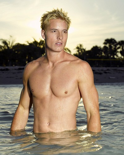 justin-hartley-shirtless