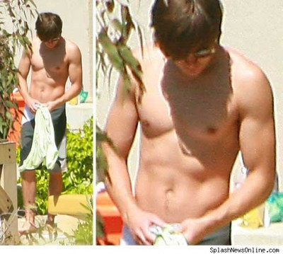 zac-efron-waxed-chest