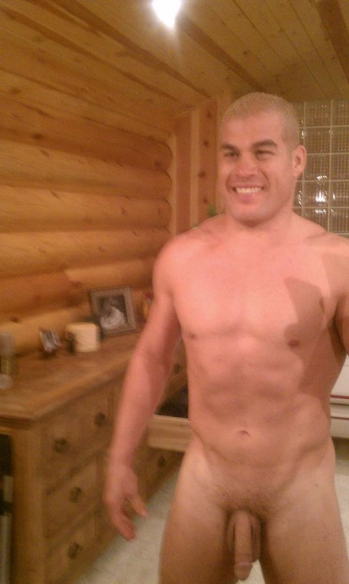 MMA fighter Tito Ortiz was hacked and his full-frontal nude pics have hit ...