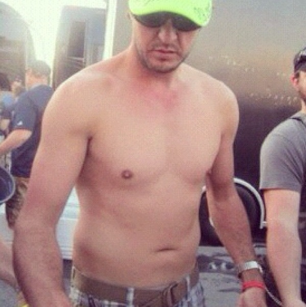 Country Singer Luke Bryan Shirtless